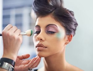 A young woman with cosmetic enhancements having makeup appliedhttp://195.154.178.81/DATA/i_collage/pi/shoots/805036.jpg